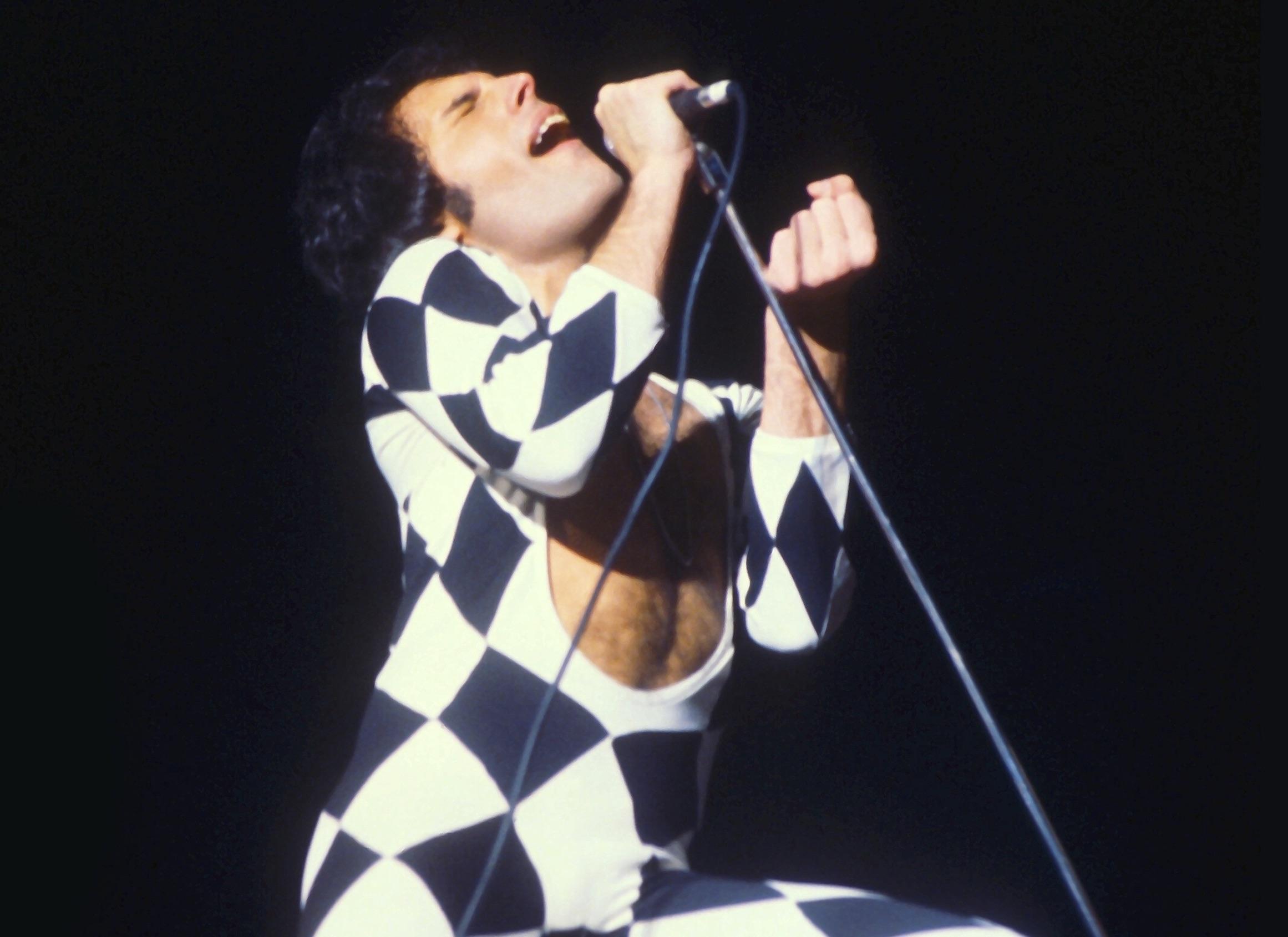 Top 15 Greatest Freddie Mercury Performances
